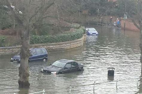 thames river disaster cars submerged under water as high spring tides bring