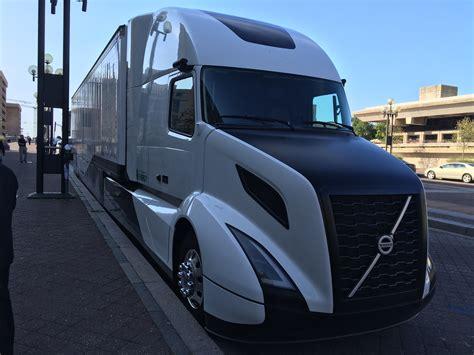 Volvo Truck Design Photos Volvo Introduces Supertruck Concept Averages