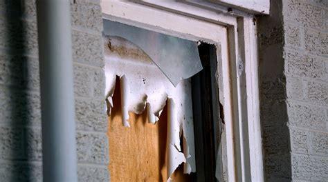 replace  broken window pane diy projects