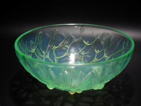 Light Book Ren 233 Lalique Glass Details