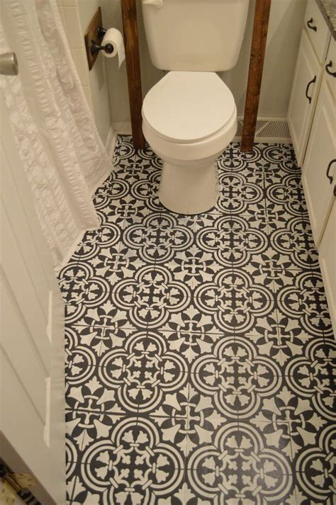 bathroom linoleum ideas 1000 ideas about painted linoleum on painted