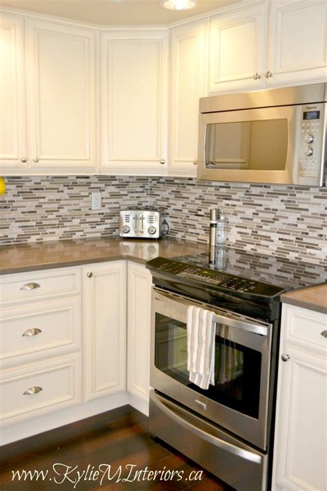 kitchen backsplash ideas with cream cabinets cream kitchen cabinets with dark floors quicua com
