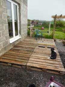 Cheap Patio Diy Coach House Crafting On A Budget Diy Pallet Wood Decking