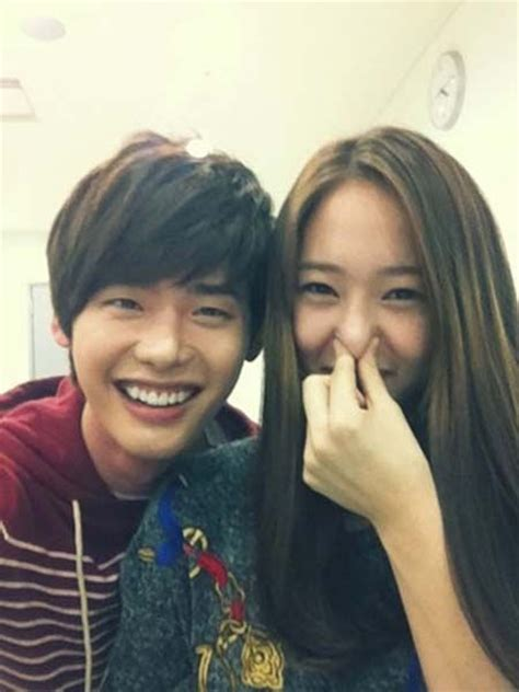 drama lee jong suk dan kristal fx lee jong suk happy funny photo with f x s krystal drama
