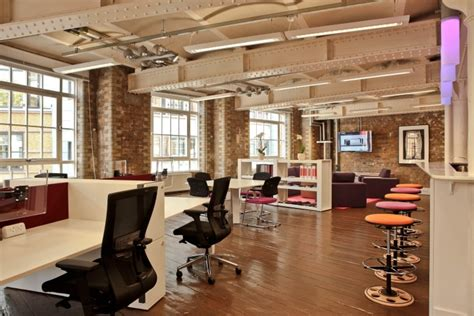 Daily Relaxed Famo 187 famo office showroom by k2 space uk