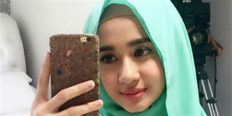 laudya cynthia bella kini sudah mantap berhijab showbiz laudya cynthia bella ini film terakhir tanpa hijab