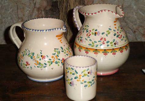 bicchieri in ceramica gli oggetti di stoviglieria in ceramica della puglia