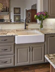 ideas for kitchen countertops best 25 brown cabinets kitchen ideas on brown