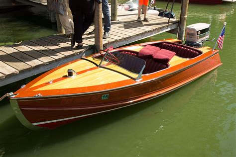 larson wood boats 2015 acbs gold antique 21 ft acbs antique boats