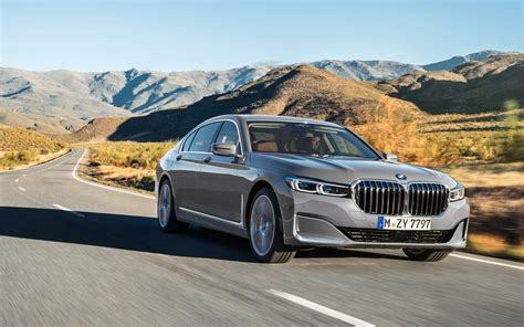 facelift    bmw  series  car guide