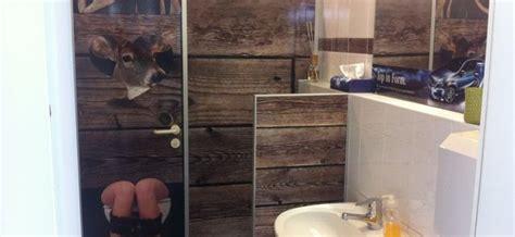 fliesenaufkleber toilette herren wc neugestaltung im autohaus hirsch berrymarry design