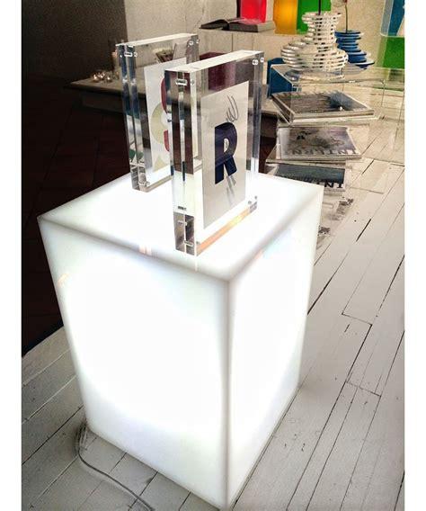 comodino cubo comodino cubo luminoso cm 30x30h45 in plexiglass bianco
