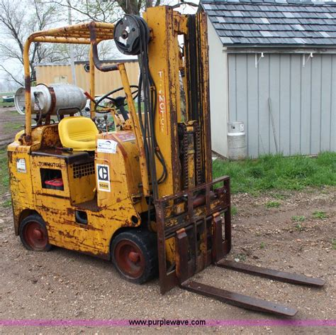 tow motors caterpillar tow motor 5025 forklift no reserve auction