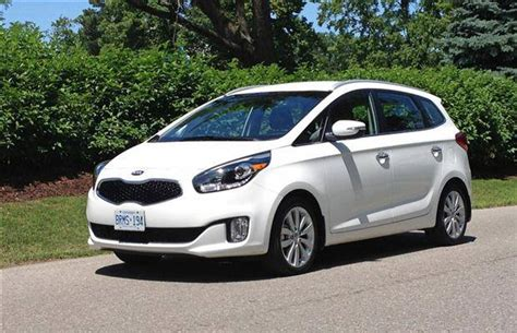 rondo kia 2014 car review 2014 kia rondo ex driving