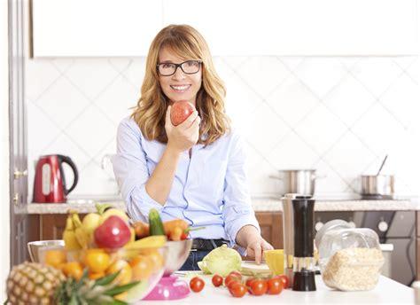 alimentazione in menopausa consigli dieta dimagrante in menopausa i consigli da seguire