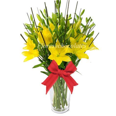 floreros santiago floreros de liliums amarillos flores y chocolates