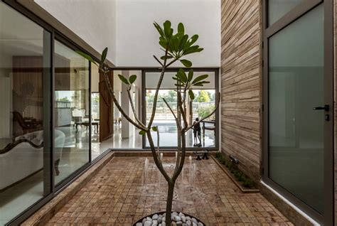 home courtyard 2018 house around a central courtyard charged voids the architects diary
