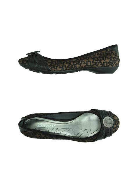 dkny shoes flats lyst dkny ballet flats in black