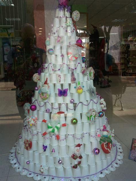 un 225 rbol de navidad de vasos de papel www farmagestion escaparates de farmacia