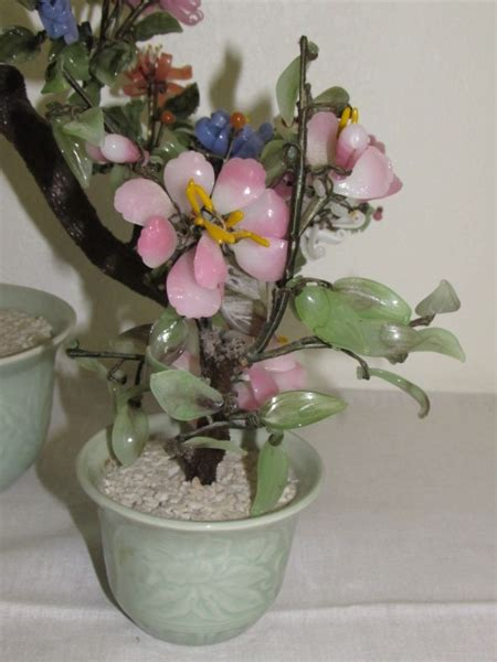 lot detail  delicate vintage art glass flower