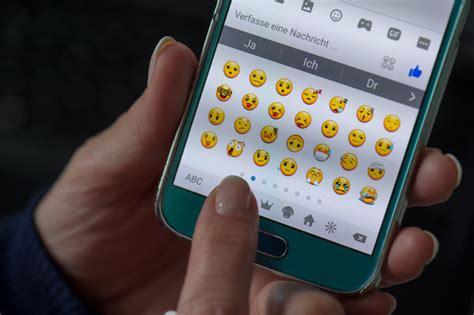 seit wann gibt es whatsapp emoji 5 0 update diese 69 emojis gibt es bald bei