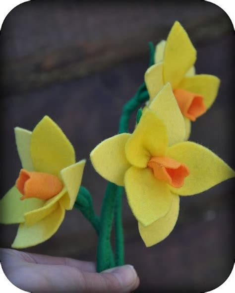 pattern for felt daffodil daffodil tutorial in dutch and clear pictures vilt