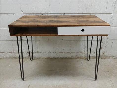 wood desk with metal legs wooden pallet desk hairpin legs 101 pallets