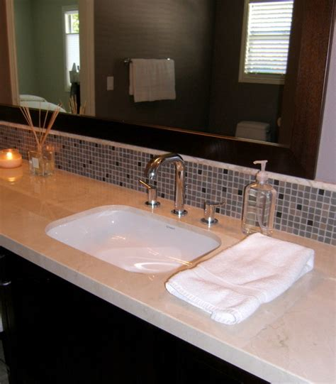 30 Great Bathroom Glass Tile Photos And Pictures Bathtub Backsplash Tile