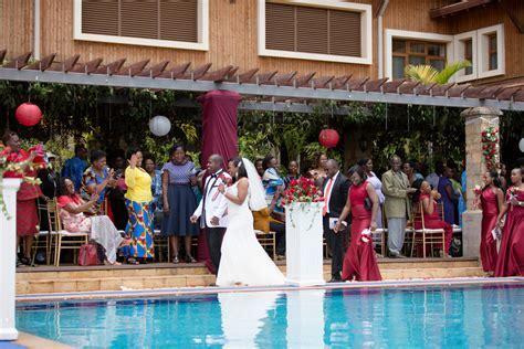 Linda & Martin Kihingo Village :: Zen Garden & Crowne