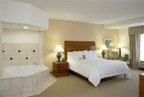 King Whirlpool Suite Picture Of Hilton Garden Inn Rock Garden Inn And Suites Rock