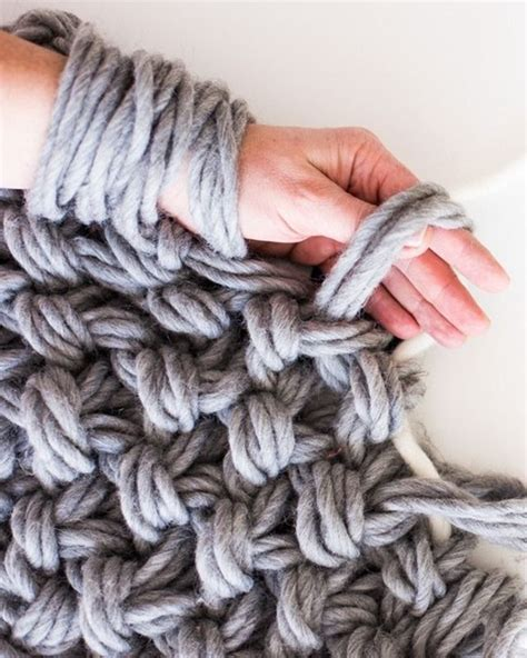 yarn guide for knitting best 20 arm knitting tutorial ideas on arm