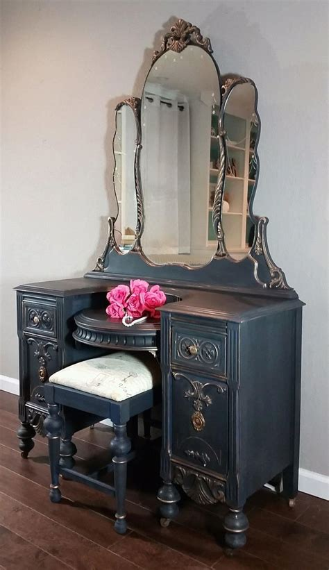 Antique Vanity 25 best ideas about refinished vanity on