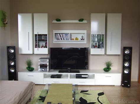 Farbliche Wandgestaltung Wohnzimmer by Farbige Wandgestaltung Wohnzimmer Zusammen Mit Lila S 228 Tze