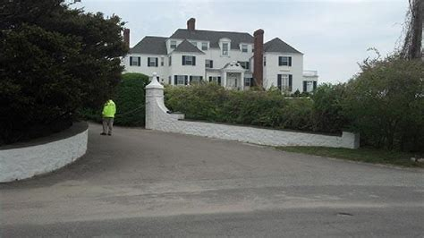 taylor swift house ri police ri man tries to enter taylor swift s house wjar