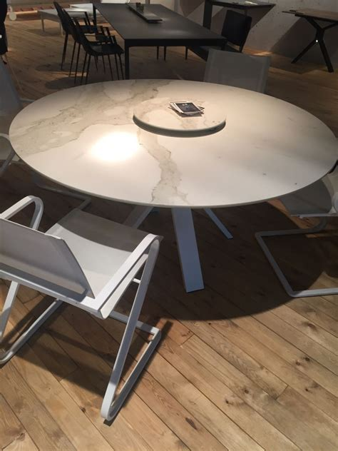 Small Marble Dining Table A Trip Into The World Of Stylish Dining Tables