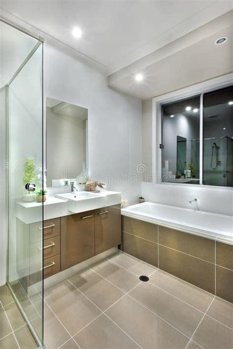 piastrelle sopra piastrelle bagno moderno con le piastrelle per pavimento di colore