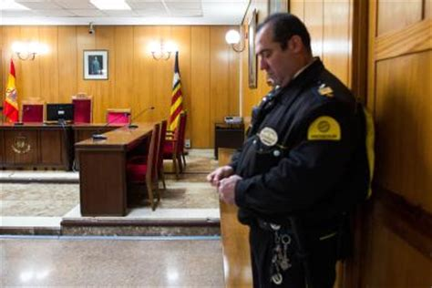 how to be a court officer ehow
