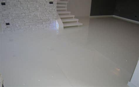 rasatura pavimento prodotti api wax finitura lucidante per pavimenti in resina