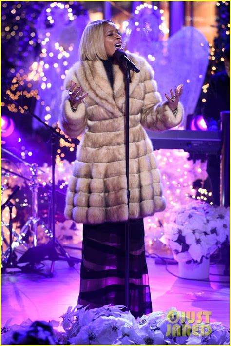 performers for the christmas tree rockefeller rockefeller center tree lighting 2015 performers lineup photo 3520098