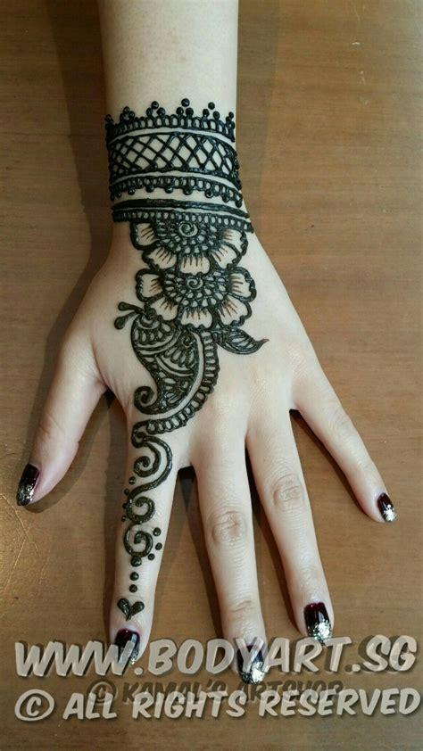 bodyart henna hand bracelet design