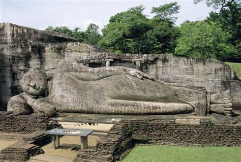 reclining buddha sri lanka buddhism in sri lanka