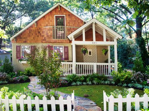 Small Homes With Curb Appeal How To Add Curb Appeal To Your Yard Hgtv