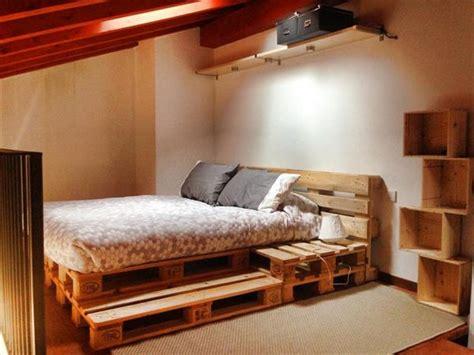 paletten bett 21 ideen f 252 r palettenbett im schlafzimmer freshouse
