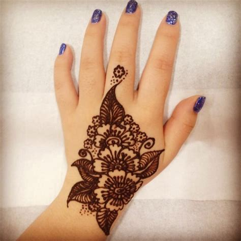 henna tattoo an der hand ameliacherrypie mehndi henna nails temporary