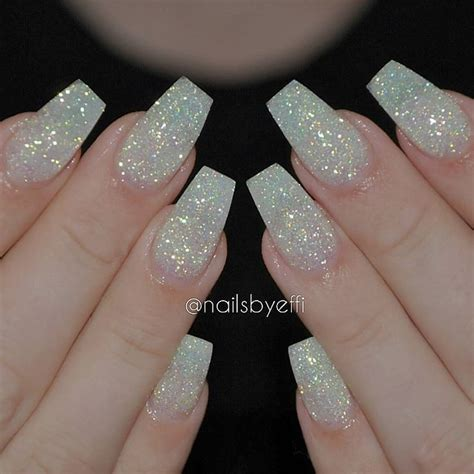 Nail Nail Nail by 25 Best Ideas About Glitter Nails On Gold