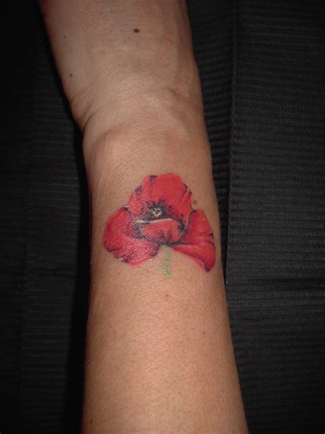 fiori nero su bianco tattoo
