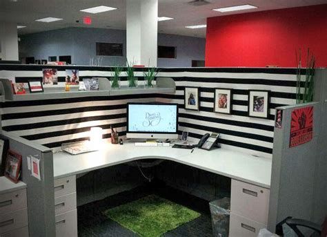 decorating cubicles best 25 cubicle makeover ideas on