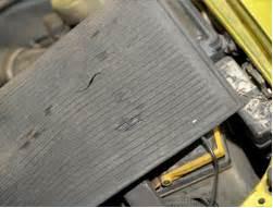 Dudukan Kabel Gas Daihatsu S75 Atas menghindari korosi pada kap mesin akibat uap cairan accu o2 fresh