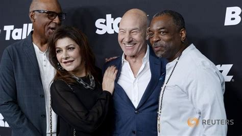 2017 star trek tv show cast star trek s bold new tv streaming series has fans