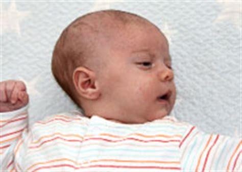 wann dreht sich baby ihr neugeborenes die entwicklung babycenter